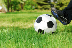 Jugend-Fußball-Stoß Stockbild