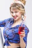 Jugend-Lebensstil-Konzepte Extrem überraschte kaukasische blonde Frau Stockfotografie