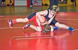 Jugend-Ringkämpfer im Turnier Stockbilder