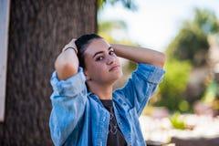 Jugend und Ruhe, die einen ruhigen Moment teilen Stockfotografie
