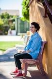 Jugend und Ruhe, die einen ruhigen Moment teilen Lizenzfreies Stockfoto