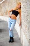 Jugend und Schönheit Blondes Mädchen draußen Stockfotos