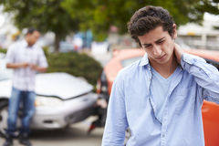 Jugendfahrer-Suffering Whiplash Injury-Verkehrsunfall Stockfotos