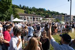 People searching good place on Morgenfeier at Jugendfest Brugg Impressionen stock photography