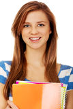 Jugendfrau, die einige Notizbücher hält lizenzfreies stockfoto