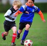 Jugendfußballspiel Lizenzfreie Stockfotos