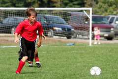 Jugendfußballspieler lizenzfreie stockfotos