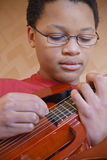 Jugendgitarrenspieler Lizenzfreies Stockfoto