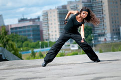 Jugendhip-hop über städtischer Landschaft Stockfotografie