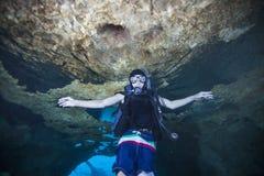 Jugendlich-Überseeunterwassergebiet Stockfoto