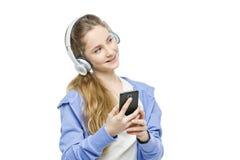 Jugendlich Altersmädchen mit Kopfhörern Lizenzfreie Stockfotos