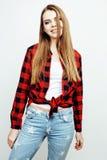 Jugendlich blondes Mädchen des recht stilvollen Hippies der Junge, das emotionales lokalisiert auf glücklichem lächelndem kühlem  Lizenzfreie Stockbilder