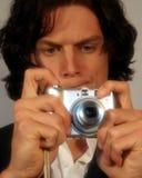 Jugendlich Gebrauch eine Kamera stockbild