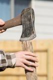 Jugendlich Handspaltungsholz Stockfotos