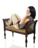 Jugendlich an ihrem Telefon Lizenzfreie Stockfotos