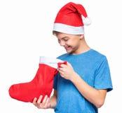 Jugendlich Junge, der Santa Claus-Hut trägt Stockfotos