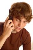 Jugendlich Junge, der am Telefon spricht stockbild