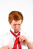 Jugendlich Junge knotet seine Bindung Lizenzfreie Stockfotografie