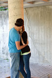 Jugendlich-Küssen Stockbild