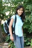 Jugendlich Mädchen betriebsbereit zur Schule lizenzfreies stockfoto