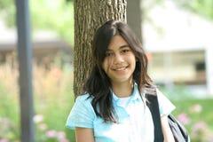 Jugendlich Mädchen betriebsbereit zur Schule lizenzfreie stockbilder