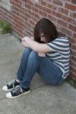 Jugendlich Mädchen, das allein und deprimiert sich fühlt Stockfotos