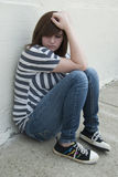 Jugendlich Mädchen, das allein und deprimiert sich fühlt Lizenzfreie Stockfotografie