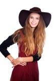 Jugendlich Mädchen, das dunklen brimmy Hut trägt Lizenzfreie Stockfotografie