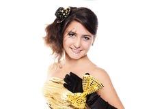 Jugendlich Mädchen, das goldenes Kleid trägt Lizenzfreie Stockbilder