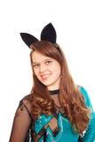 Jugendlich Mädchen, das Halloween-Hiebkostüm trägt Lizenzfreie Stockbilder