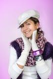 Jugendlich Mädchen, das Kamera lächelt und betrachtet lizenzfreies stockfoto