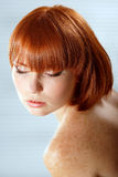 Jugendlich Mädchen des Sommers schöne Freckles redheaded lizenzfreie stockfotos