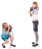 Jugendlich Mädchen mit Retro- Kamera auf einem weißen Hintergrund stockfotos