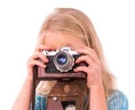 Jugendlich Mädchen mit Retro- Kamera auf einem weißen Hintergrund lizenzfreies stockbild