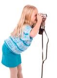 Jugendlich Mädchen mit Retro- Kamera auf einem weißen Hintergrund lizenzfreie stockbilder