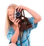 Jugendlich Mädchen mit Retro- Kamera auf einem weißen Hintergrund stockbild