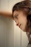 Jugendlich Mädchen niedergedrückt Stockfoto