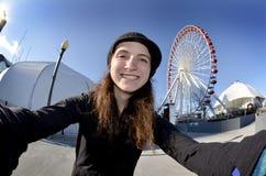 Jugendlich Mädchen Selfie Ferris Wheel Park Stockfotografie