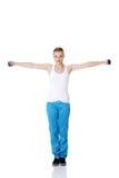 Jugendlich Mädchen, das Übungen tut. Lizenzfreies Stockfoto