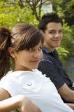 Jugendlich Paarlächeln Stockfotos