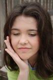 Jugendlich Schönheit, die geekelt und wütend schaut lizenzfreie stockfotos