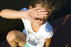Jugendliche blinkt von der Sonne Stockfotos
