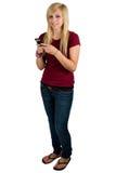 Jugendliche, die eine Text-Meldung sendet lizenzfreies stockfoto