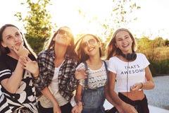 Jugendliche, die Spaß haben stockbild