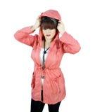 Jugendliche im Regenmantel lizenzfreies stockfoto