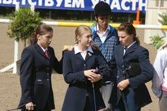 Jugendliche Konkurrenzen stimmen ein überein Stockfotografie