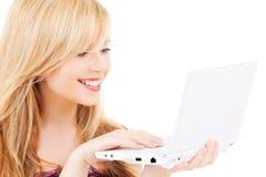 Jugendliche mit laptop computer lizenzfreies stockfoto