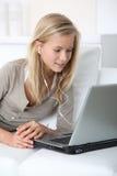 Jugendliche und Internet Lizenzfreies Stockbild