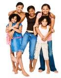 Jugendlichen, die mit Mädchen stehen Lizenzfreie Stockfotos