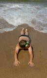 Jugendlicher auf einem Strand stockfoto